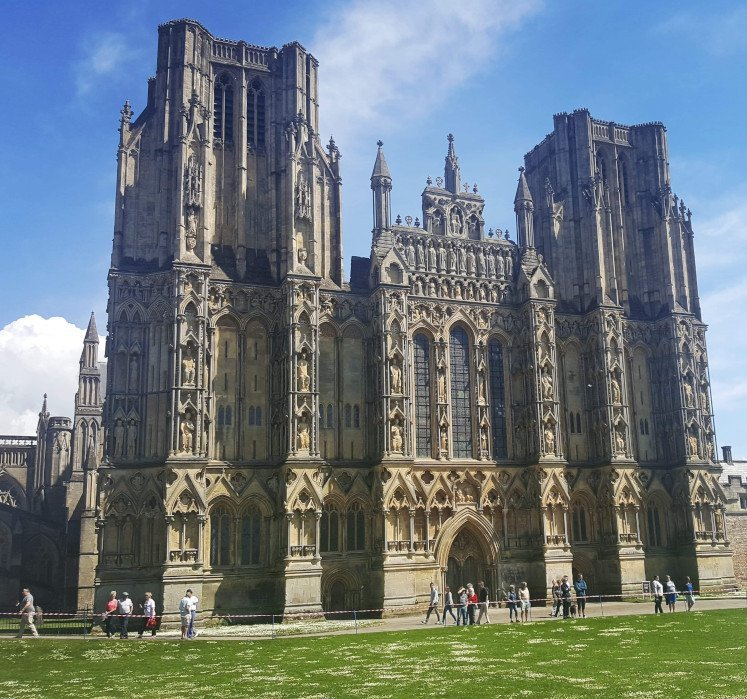 Front facade of Wells Cathedral